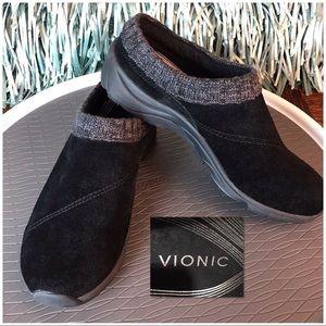 Vionic Arbor black suede clog